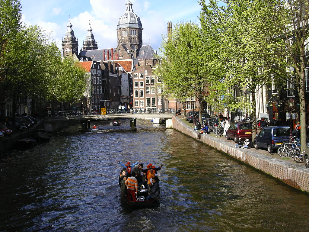 Traveling with friends? How about Amsterdam