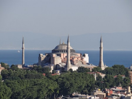 Istanbul between Europe and Asia, between history and future.