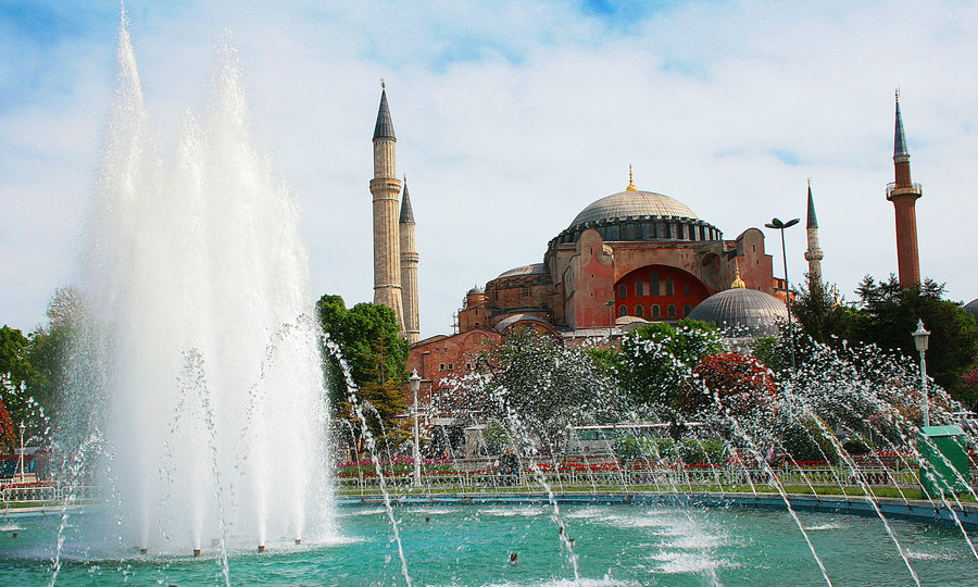 Discover Istanbul: Top Sights and How to Reach Them