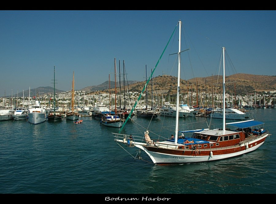 Bodrum-Harbor-by-r3novatio